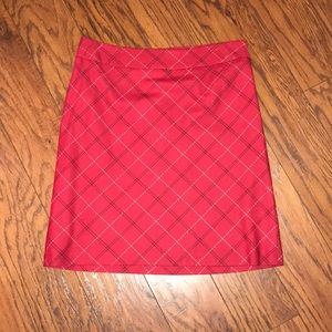 A-line side zip skirt with plaid pattern detail